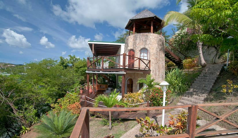 Sugar Mill Tower - 1 BR Romantic Waterfront Haven - L'Anse aux Epines - Casa