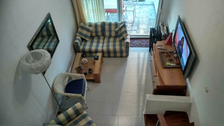 Peaceful 2-bed maisonette in pine forest, 200m sea