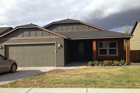 Solar Eclipse Rental in Madras, OR - Madras - House
