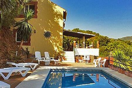 Welcome to our Spanish oasis in the tranquil countryside of Andalucia Away from the action yet only a short drive to beaches, golf,shopping and the nightlife of the Costa Del Sol. This large villa has private pool, free WIFI, smart tv and games room