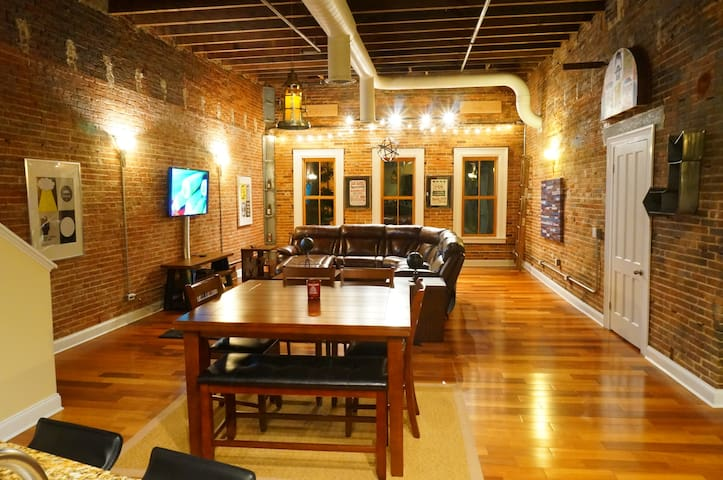 Manhattan Type Loft - Salisbury