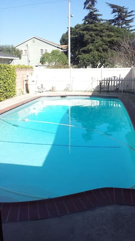 Private room 25mins to LAX & 10 mins to beach