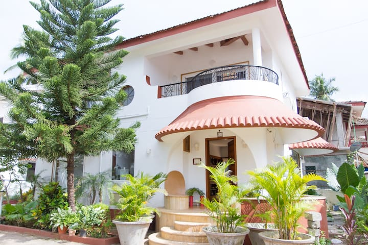 BEACH TOUCH 3BHK VILLA IN CANDOLIM  - Candolim - Bungalow