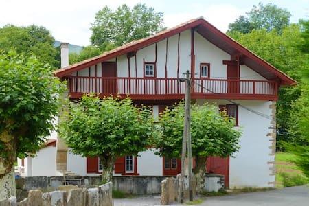 Maison basque nouvellement rénovée - Sare - 獨棟