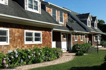 Private apt in Hampton Bays