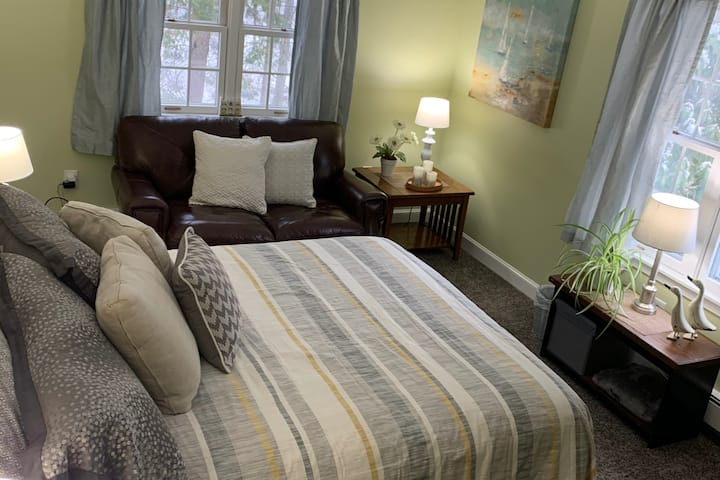 Kennebunk: NEW LISTING Private Bedroom and Bath
