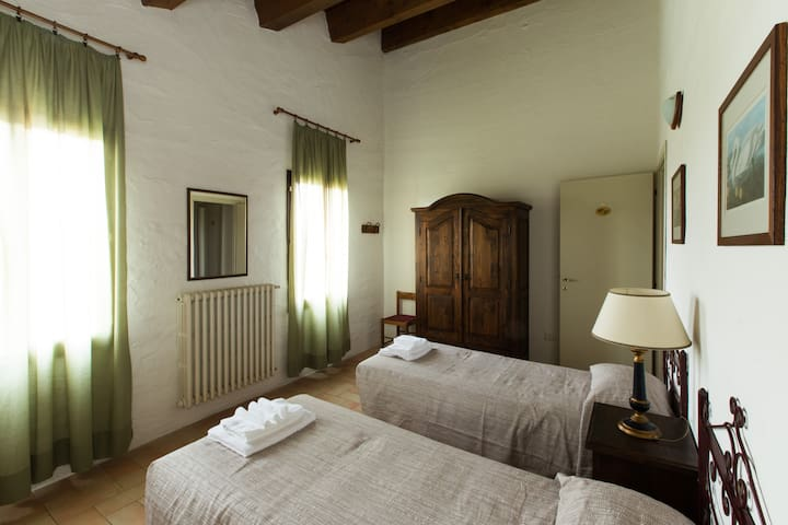 "Elder room - ""The Lentil"" veg Farmhouse - Forlì - Bed & Breakfast"