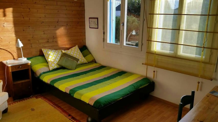 Rooms in beautiful house near lake - Yverdon-les-Bains - Bed & Breakfast
