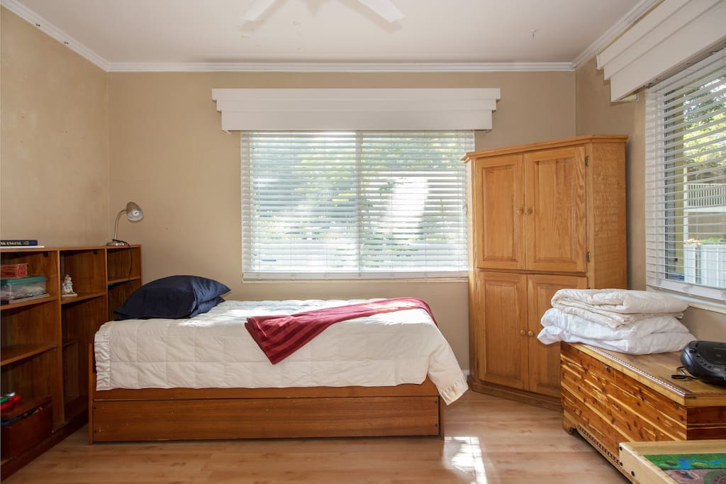 oversize twin/trundle bed