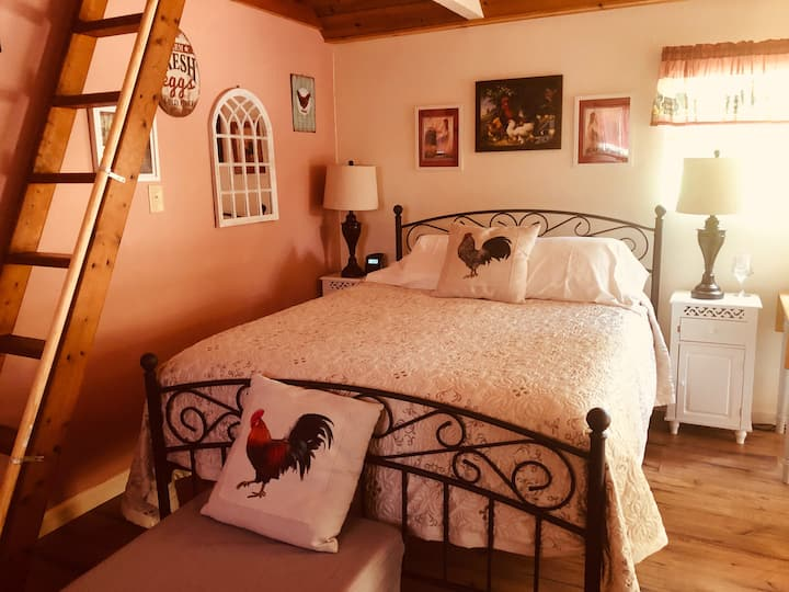 Private Country Cottage w/Loft Clean and Sanitzed