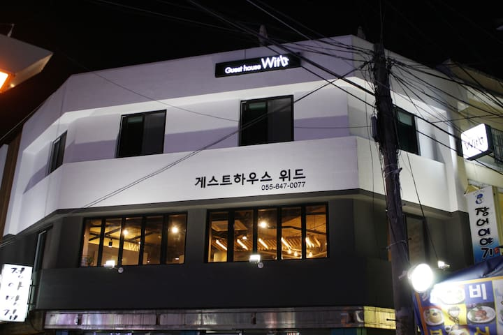 Guesthouse WITH,Tongyoung(Bedroom)center of city
