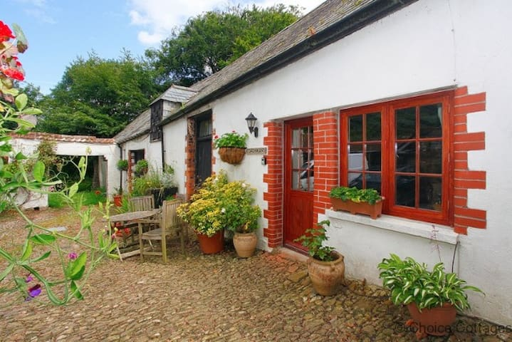 MONKLEIGH COACHMANS COTTAGE | 1 Bedroom