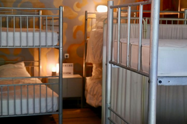 Room 5 with 4 bunkbeds
