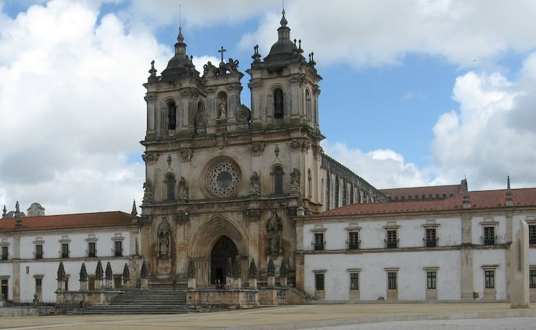 Mosteiro de Alcobaça - 34 Km de Leiria/Alcobaça Monastery - 34 Km from Leiria