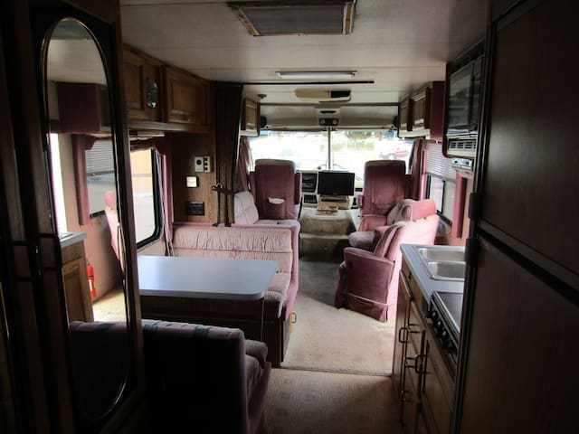 SANTA ANA MOTORHOME AVAILABLE WITH PLACE TO REST