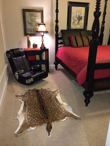 Large Private Room w/Private Bath - West Lake Hills - Bed & Breakfast