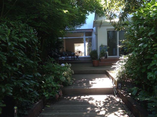 Stadthaus in MG-Mitte mit Garten & Katze