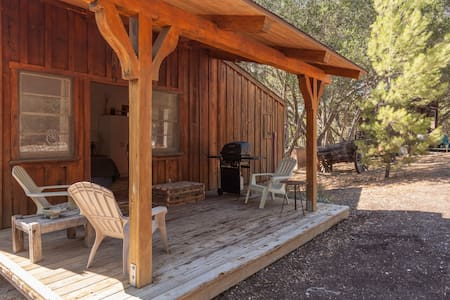Wine Country Ranch Cabin and Saloon - Cabaña