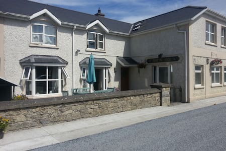 The Foxrock Inn - Ballacolla
