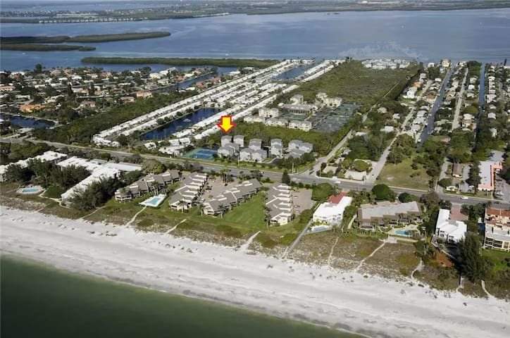 Spacious 2 bedroom Longboat Key Condo