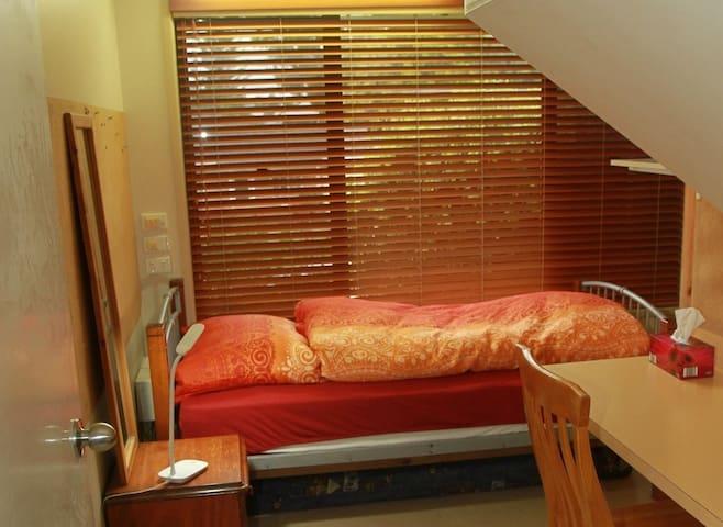 Cosy room in convenient location