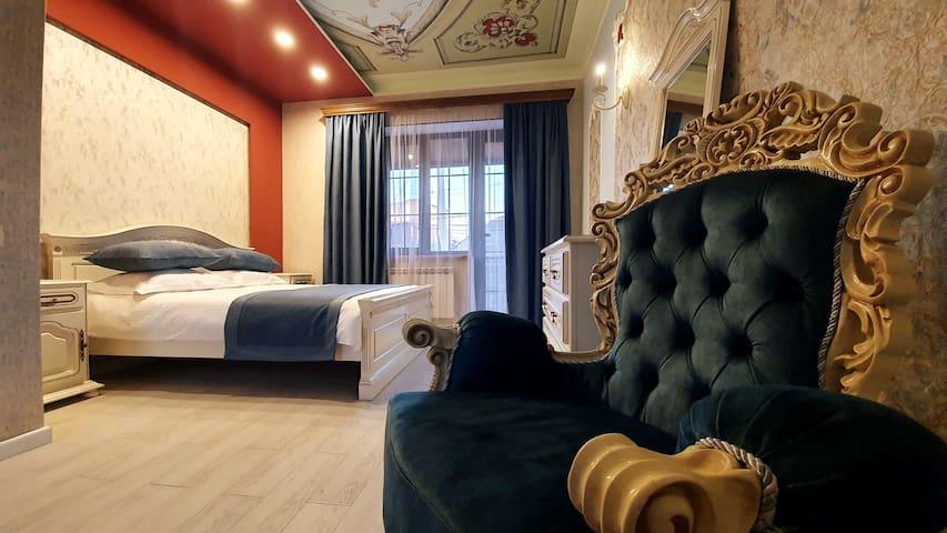 Room with Balcony in JINJOTEL Breakfast included