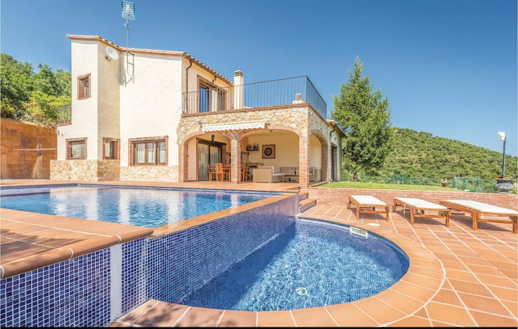 Holiday cottage with 4 bedrooms on 240m² in Sant Miquel d'Aro