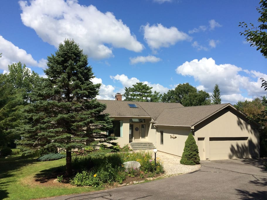 4 Br/3Ba Premiere Lakefront House - Houses for Rent in New