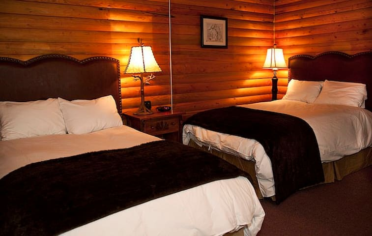 Log Cabin with 2 full beds - Denali National Park and Preserve - Kulübe