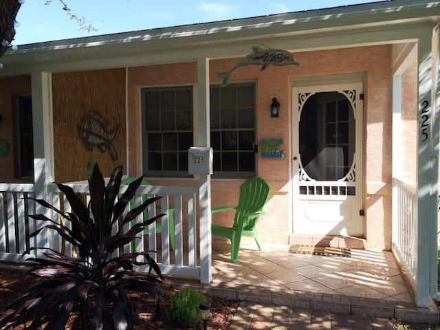 Another Beautiful Cottage Downtown! - Cocoa Beach - Appartement