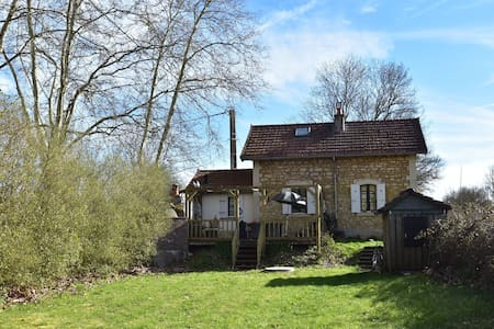 Cute and authentically furnished railway house, beautiful garden, BBQ,stone oven
