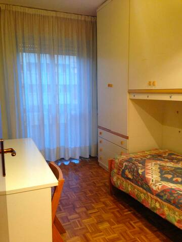 Single Room in 3-bedroom Apt. (95m2), Central Area