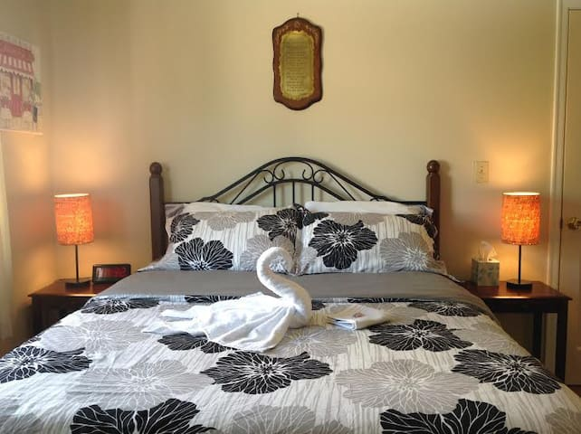 The Blossom Room with Queen Bed