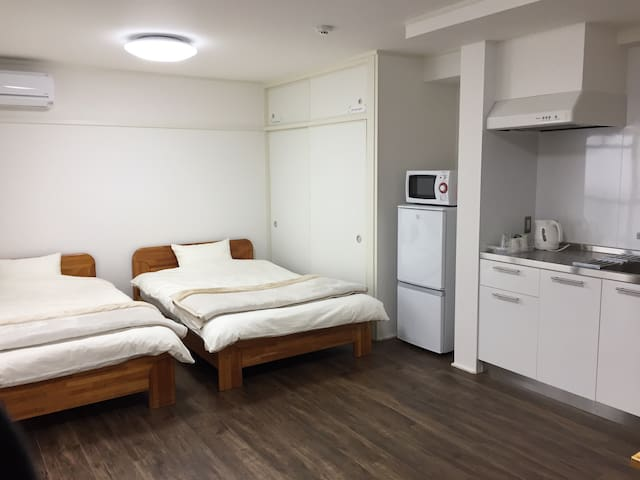 Easy access to JR, city center + Wifi - Hiroshima-shi - Pis