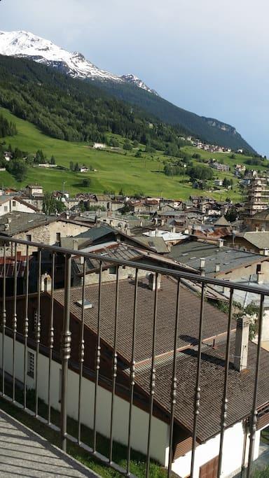 Vista panoramica sul paese dal balcone