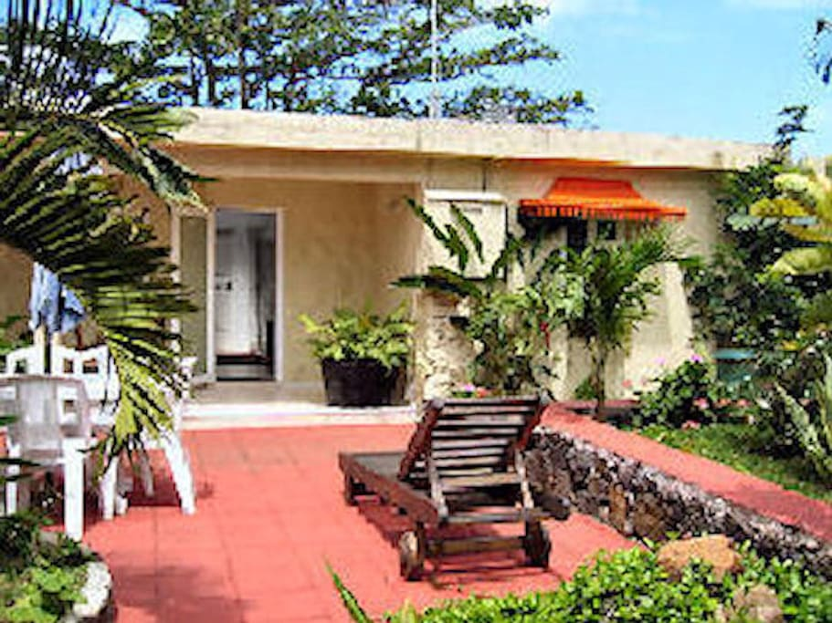 Bungalow Rhys, budget self contained, 2 bed-roomed, self-catering accommodation.
