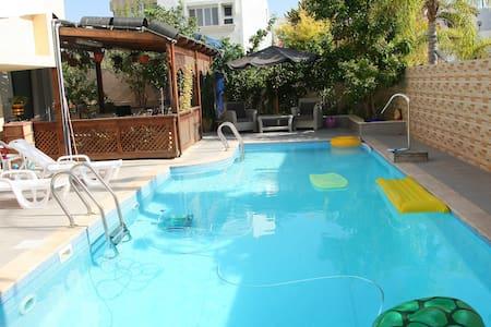 Апартаменты на вилле с бассейном - Ashdod