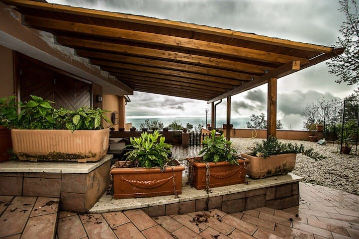 Villa con vista mozzafiato - Poggio Catino - Huvila