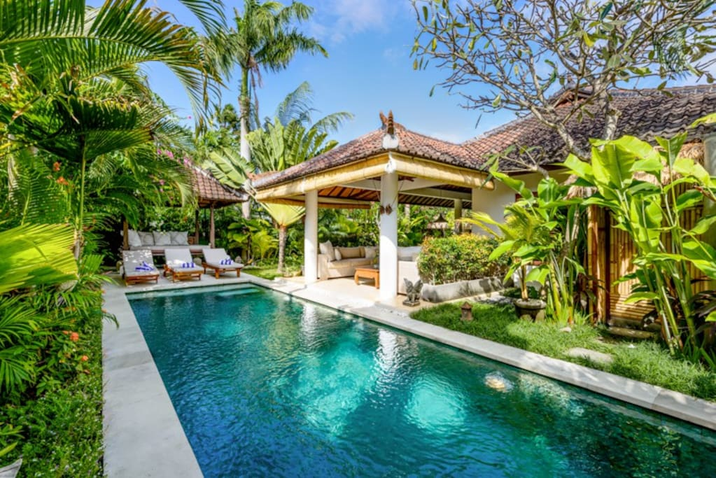 Pool garden villa 350m to seminyak beach villas for rent for Anda garden pool villas