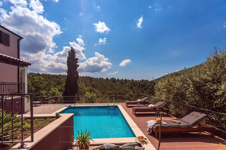 Villa Isabel with private pool, 3 bedrooms, gym, playground, natural surrounding