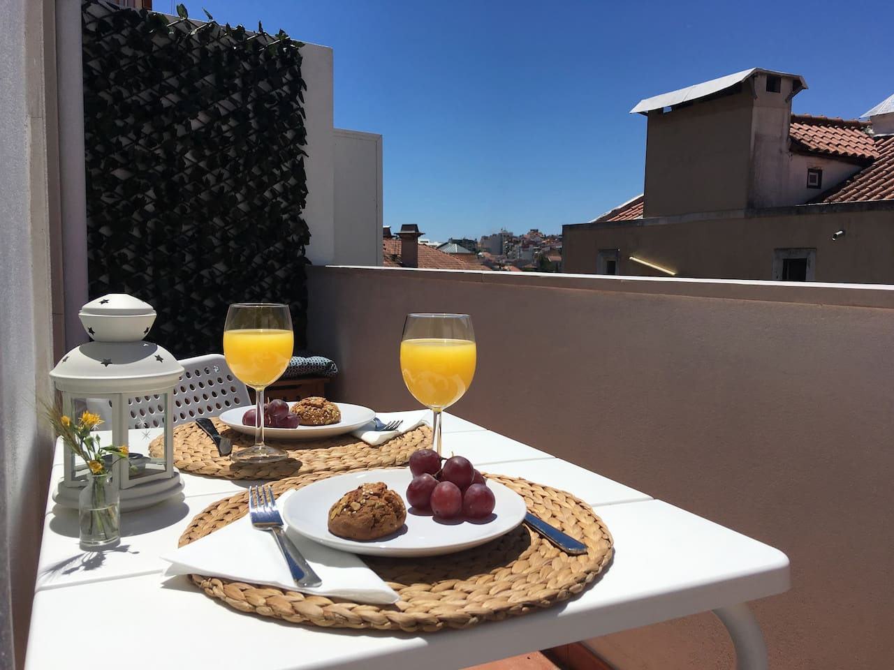 Bright balcony with rooftop view – have your meals, drink a sunset cocktail or simply relax under the sun!