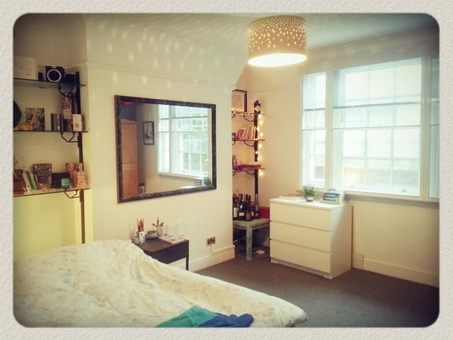 Spacious room in lovely&bright flat - Londyn - Apartament