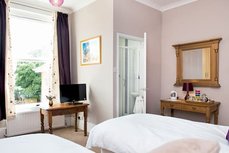 Lovely double room with ensuite  - Bed & Breakfast