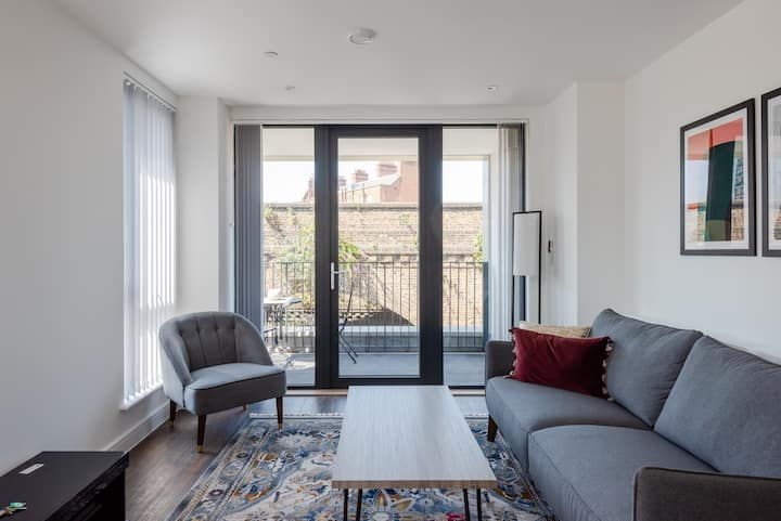 Gorgeous new 1 bed with private balcony, Brixton