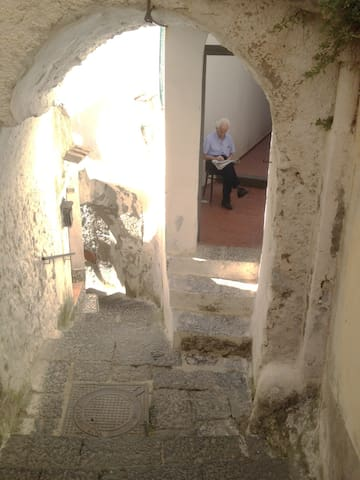 the way to the house - the oldest stairs of Amalfi