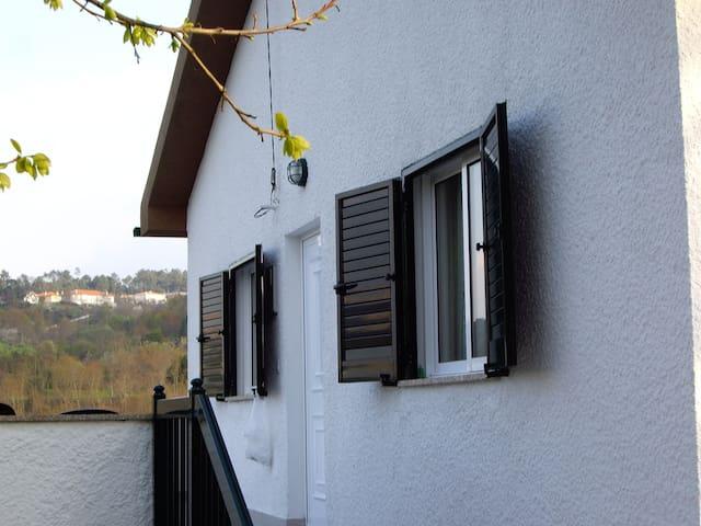 Maison calme à deux pas de Viseu - Tondelinha - Huis