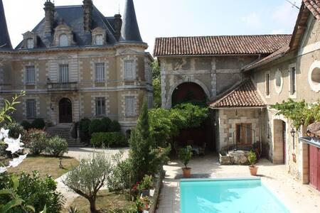Bed&breakfast au Chateau - Habas - ที่พักพร้อมอาหารเช้า