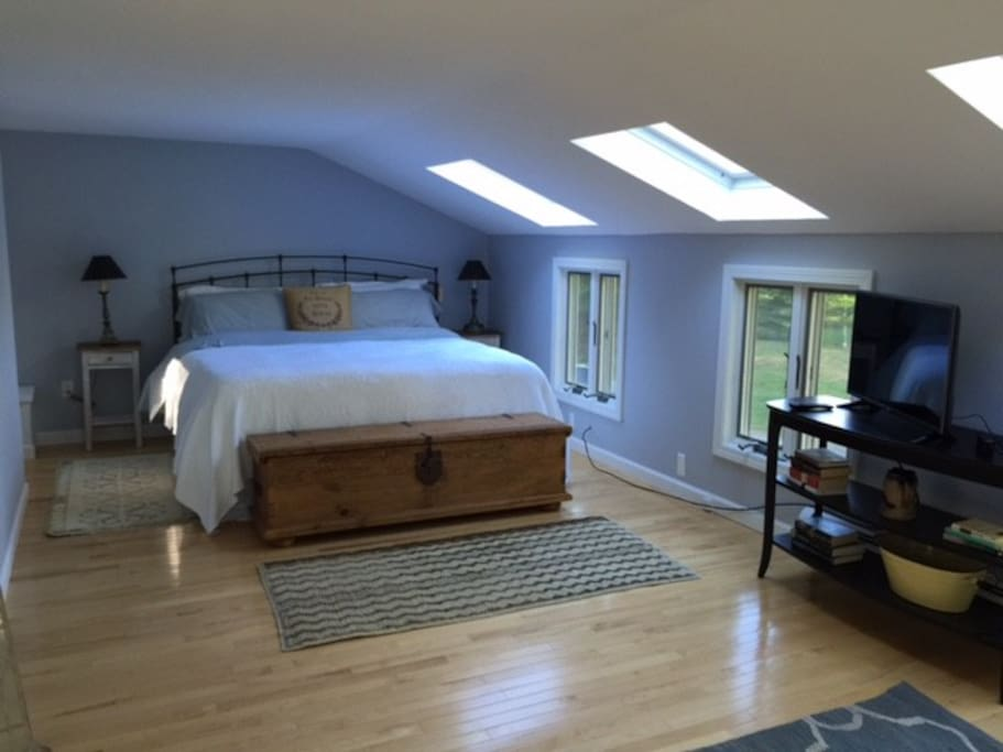 King-size master bedroom upstairs, lots of light