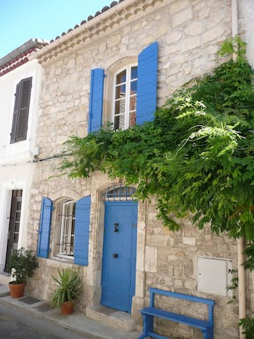 Beautiful Arlésian House &Parking free of charge