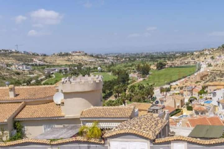 Apartment with stunning views of La Marquesa golf